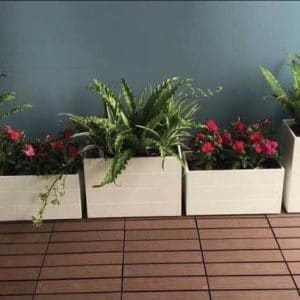 Chậu kẻ chỉ gỗ nhựa composite trồng cây ban công
